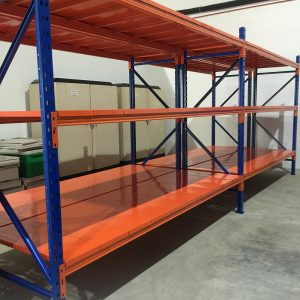 HEAVY DUTY RACKING WITH DECKING PANEL..